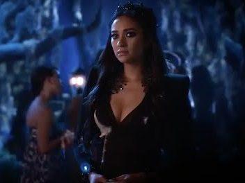 Scena tagliata 6×09 – Emily, Aria, Clark e Sara!